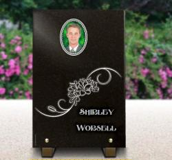 Vertical positionnig of memorial plaque. Photoporcelain oval