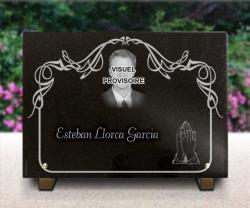 Placa de luto de granito, retrato grabado, pedestales metal, manos