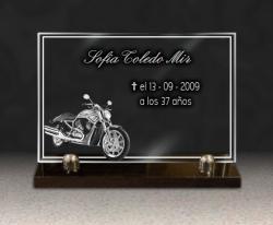 Moto grabada en placa de cristal. Personalización de placa funeraria