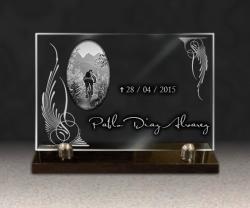 Placa funeraria de vidrio
