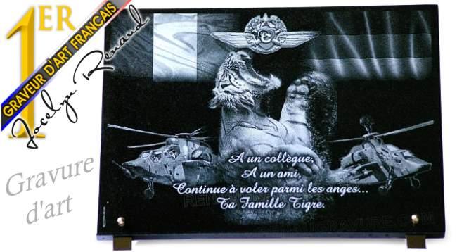 Plaque funéraire militaire personnalisable en granit.