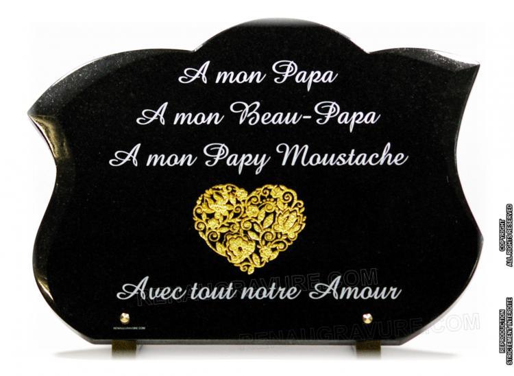 Coeur gravé à l'or fin sur plaque granit forme galbée