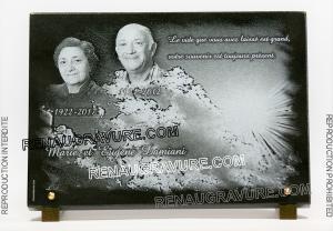 Photo de : Photo d'une plaque mortuaire en granit gravé.