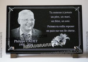 Photo de : Plaque de tombe avec photo portrait gravé sur granit.