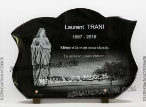 Photo de : Plaque funéraire avec vierge.