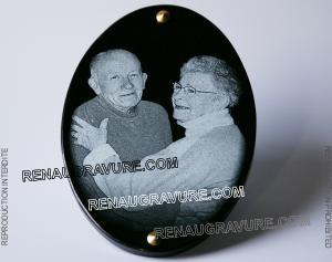 Photo de : Plaque funéraire ovale en granit avec photo gravée