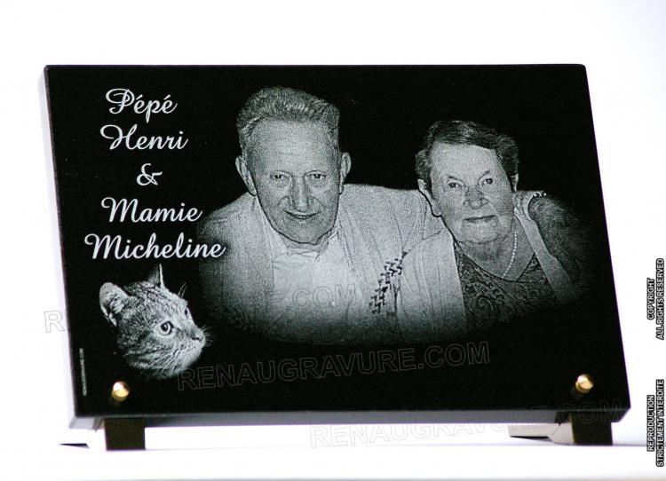 Portraits d'un couple gravé sur une plaque funéraire granit.