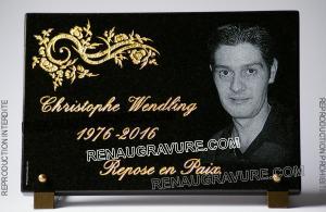 Photo de : plaque de cimetière personnalisée.