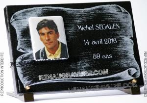 Photo de : Photo plaque funéraire personnalisée avec porcelaine.
