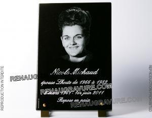 Photo de : Plaque funéraire photo portrait en granit gravé 30x20cm