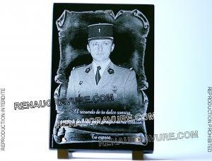 Photo de : plaque de cimetière avec photo et parchemin