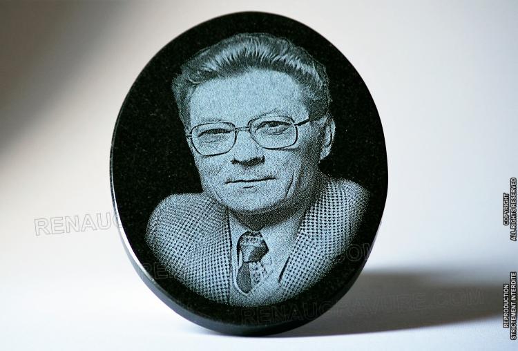 Médaillon en granit avec photo portrait gravé. 20x15cm