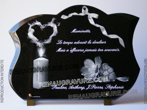 Photo de : plaque mortuaire coeur, fleurs et bougie.