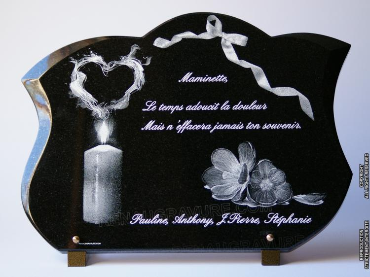 une plaque de cimeti re personnalis e avec des fleurs grav es. Black Bedroom Furniture Sets. Home Design Ideas
