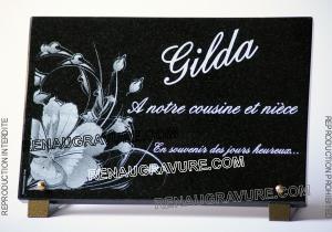 Photo de : plaque mortuaire personnalisée avec dessin fleurs modernes