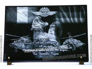 Photo de : Plaque funéraire pilote hélicoptère tigre et logo EFA