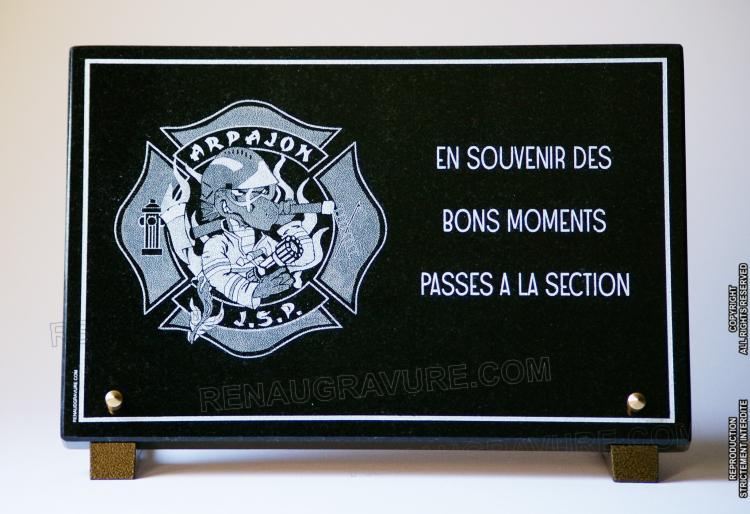 Plaque funéraire Pompier en granit gravé avec logo.