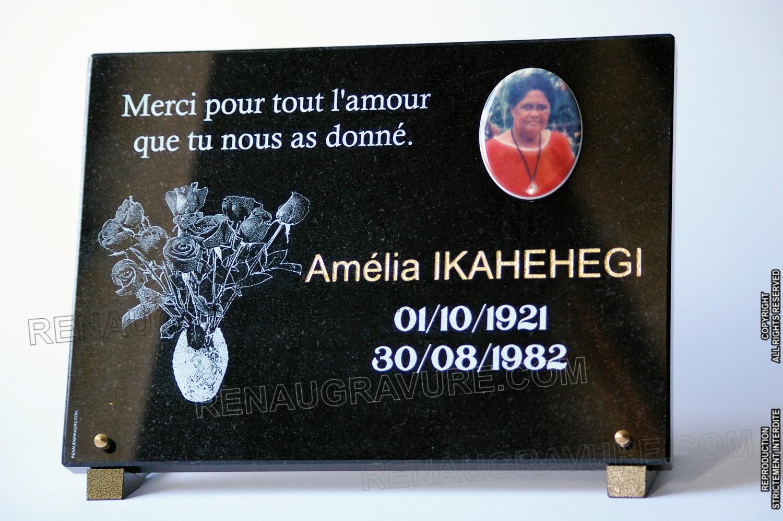 Médaillon porcelaine sur plaque funéraire avec dorure 24 carats.