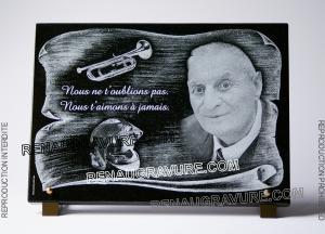 Photo de : Photo de plaque de cimetière parchemin avec portrait.