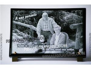 Photo de : Plaque funéraire photo Photographie gravée sur une plaque de cimetière en granit.