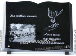 Photo de : Plaque funéraire livre en granit avec photo.