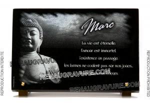 Photo de : Plaque funéraire bouddhiste en granit gravé.