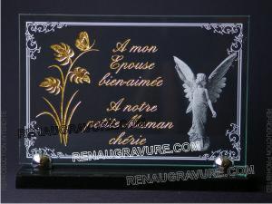 Photo de : Très belle plaque mortuaire photo personnalisée. Or 24 carats, gravure et ange.