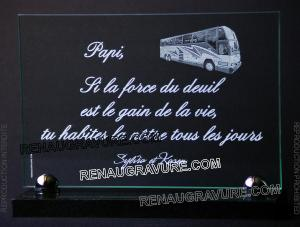 Photo de : Plaque funéraire en verre personnalisée avec autobus.