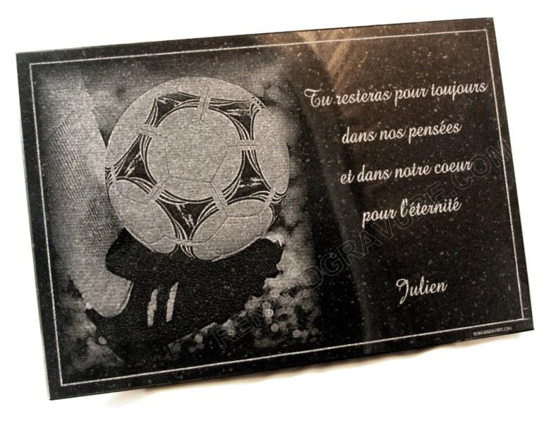 Plaque de cimetière avec ballon de foot