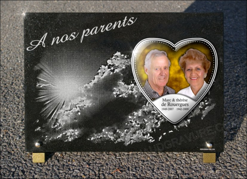 Photo en porcelaine sur une plaque funeraire en granit