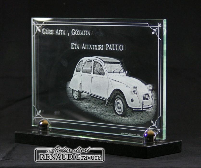 photo d 39 une plaque fun raire voiture ancienne de. Black Bedroom Furniture Sets. Home Design Ideas