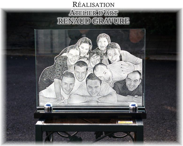 Plusieurs photos sur une plaque funéraire en verre