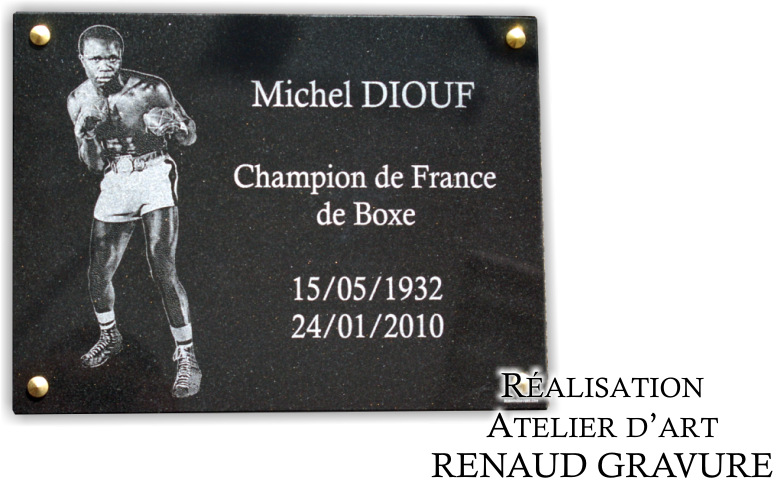 Plaque de deuil pour un champion de Boxe