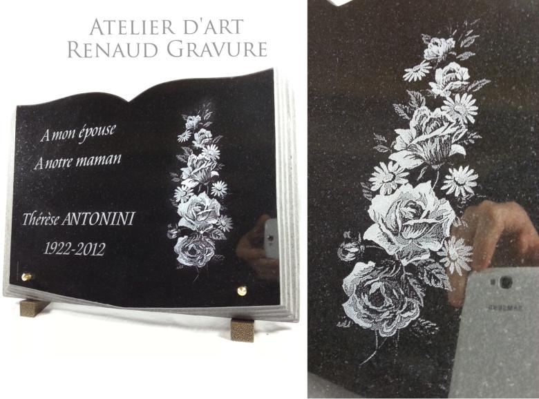 Plaque funéraire livre ouvert avec des fleurs