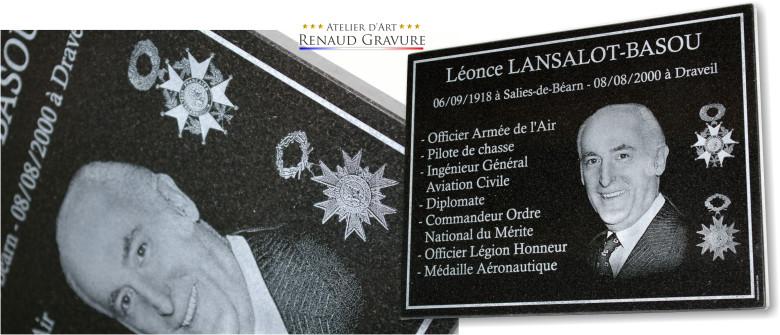 graveur d'art sur plaque  mortuaire avec photo
