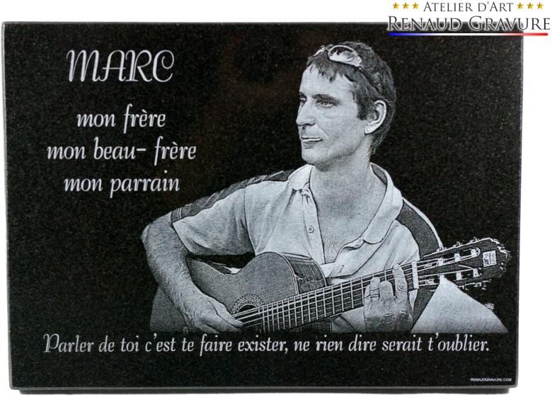 plaque mortuaire avec photo gravure guitariste