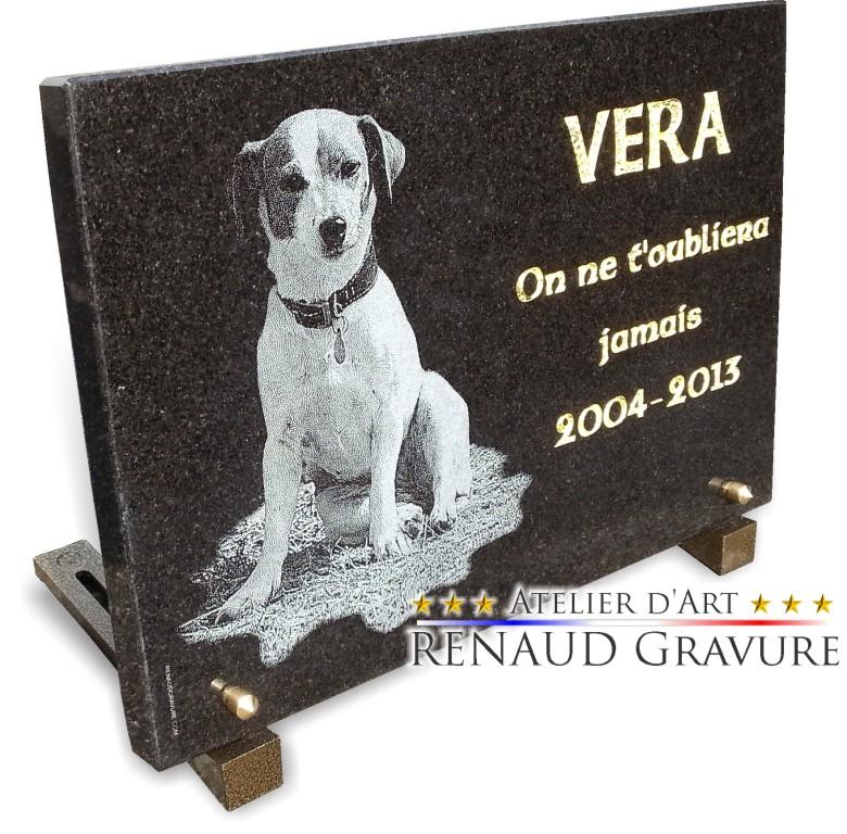 Plaque funéraire chien