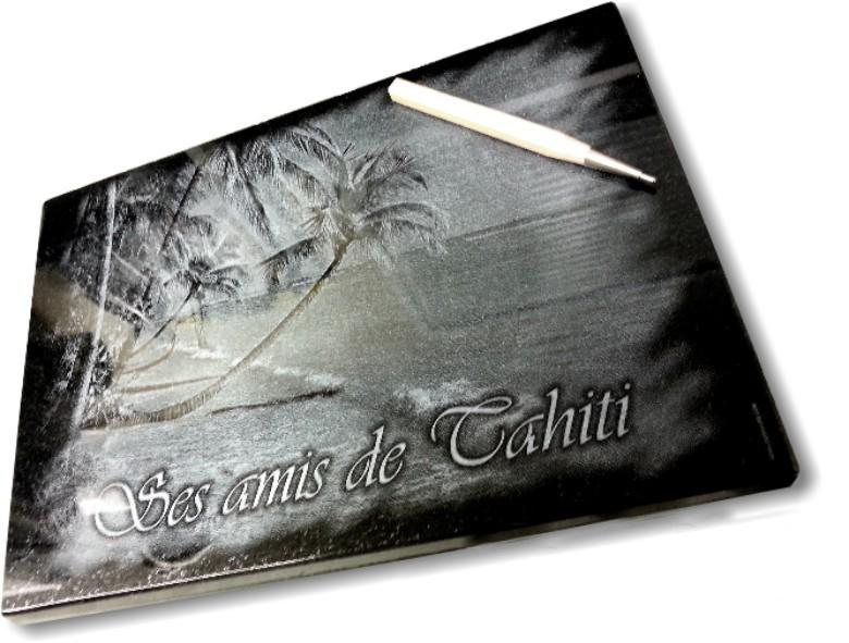 Plaque funéraire personnalisée avec dessin dord de mer tahiti plage de sable fin avec palmiers et cocotiers