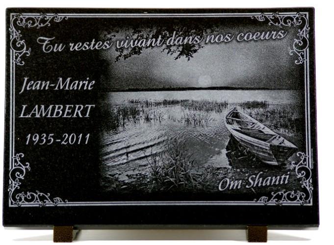plaque funéraire barque sur le bord d'un lac