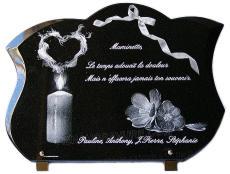 Plaque funéraire de forme galbée