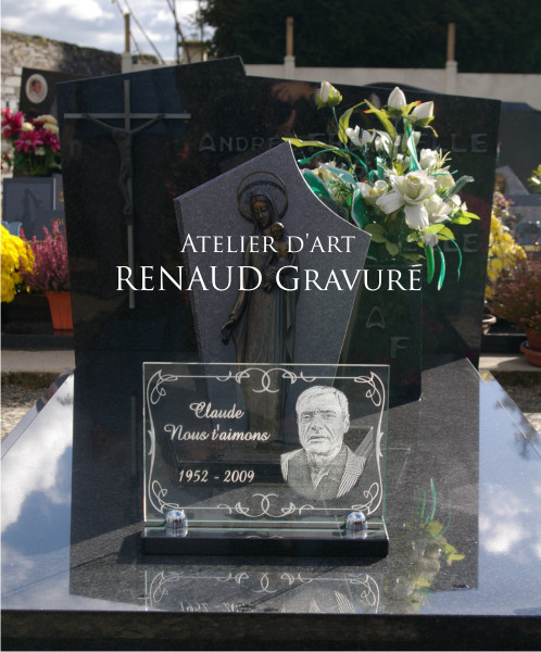 Funeral tomb with portrait of the deceased engraved on a glass plate